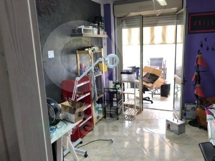 BORGARO - Lappartamento trasformato in un negozio di tatuaggi abusivo: 34enne nei guai