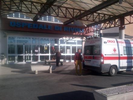 RIVOLI - Colto da raptus, aggredisce medico e infermieri del pronto soccorso: denunciato