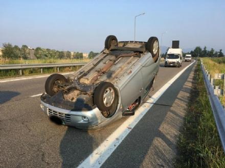 TORINO-RIVOLI - Si ribalta con lauto mentre va a lavoro: ferito 28enne rivolese
