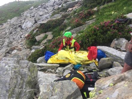 GRUGLIASCO - Escursionista cade rovinosamente per 40 metri: salvato  dal Soccorso Alpino