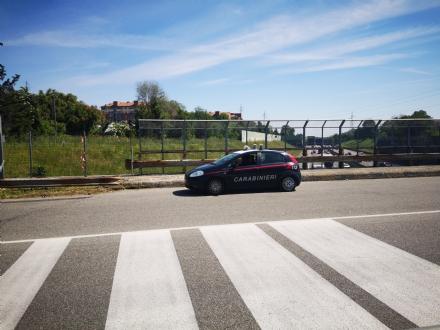 VENARIA - Voleva buttarsi dal ponte di via Amati: ragazzo salvato da passante e carabinieri