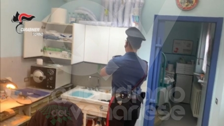 VENARIA - Studio dentistico abusivo: i carabinieri denunciano tre persone - FOTO E VIDEO