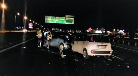 INCIDENTE A SAVONERA - Provoca lo schianto e scappa: automobilista pirata denunciato dalla polizia stradale