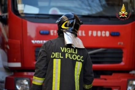 RIVOLI - Fuga di gas nella centralissima via Piol: strada chiusa dai vigili