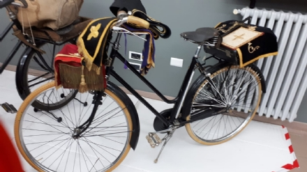 VENARIA - Biciclette, tricicli vintage e gli antichi mestieri: la nuova mostra di Antonio Iorio