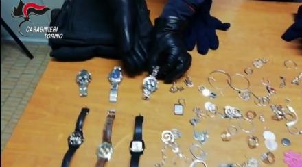 CASELLE - Sorprendono i ladri scappare dalla loro abitazione: i carabinieri ne arrestano uno