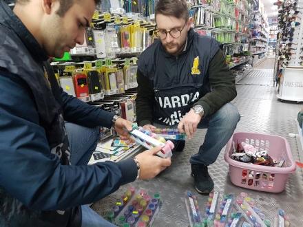 CASELLE - La Finanza sequestra 2 milioni di articoli tra giocattoli e abbigliamento contraffatti