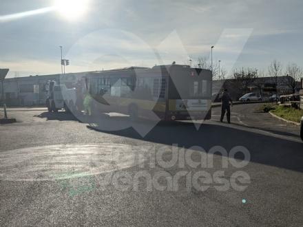 RIVOLI - Autobus e macchina si scontrano in via Bruere: 96enne in gravissime condizioni