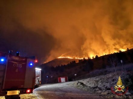 ALLARME INCENDI - Sessanta persone evacuate dai vigili del fuoco a Givoletto, Cafasse e Corio - FOTO