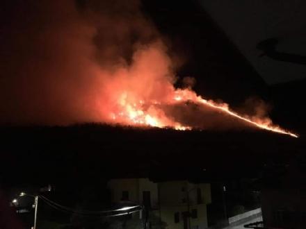 ALLARME INCENDI - Rientrano in casa le persone evacuate. Resta lemergenza a Givoletto e Cafasse - FOTO e VIDEO