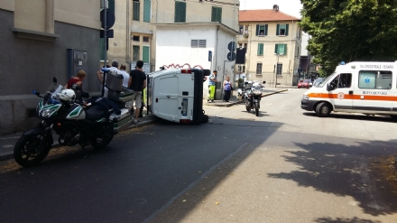 VENARIA - Ennesimo incidente stradale in corso Papa Giovanni: un ferito