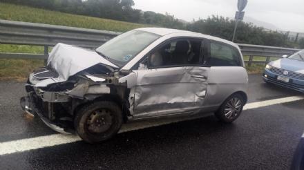RIVOLI - Incidenti a raffica in tangenziale: bilancio di quattro feriti - FOTO