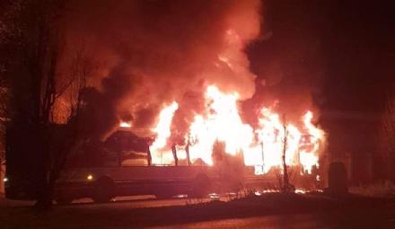 COLLEGNO - Autobus andato a fuoco in corso Francia: la Procura di Torino apre uninchiesta