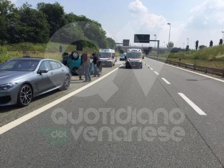 INCIDENTE IN TANGENZIALE - Scontro fra tre auto: coppia di Grugliasco finisce in ospedale