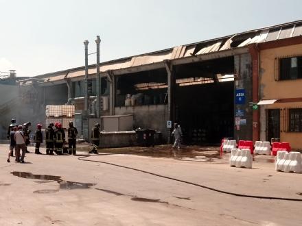 ROBASSOMERO - Esplosione alla A2A: dieci pompieri finiscono in ospedale