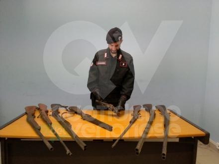 DRUENTO - Nellappartamento trovati fucili e materiale bellico: pensionata finisce nei guai