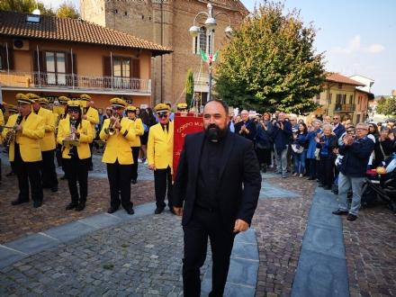 DRUENTO - La prima celebrazione di don Simone: labbraccio della comunità - LE FOTO
