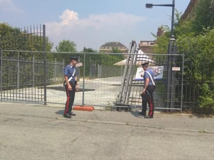 VENARIA - Ubriaco al volante, sfonda il cancello della Reggia: denunciato dai carabinieri