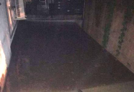 MALTEMPO - Violento temporale nella notte: strade e garage allagati