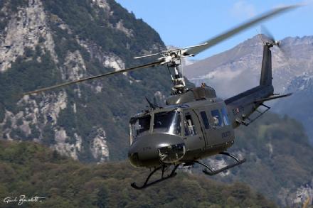 VENARIA - Aliante precipitato in Francia: un elicottero dellAves Toro impegnato nelle ricerche