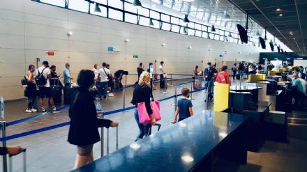 CASELLE - In aeroporto allestite tre postazioni per i tamponi rapidi sui passeggeri in arrivo da Spagna, Grecia, Croazia e Malta