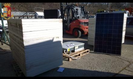 RIVOLI - Furgone abbandonato in tangenziale: allinterno 51 pannelli fotovoltaici, rubati