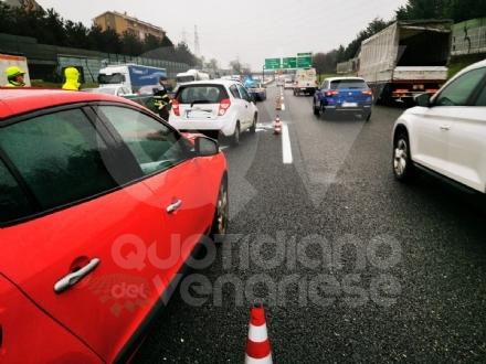 COLLEGNO - Tamponamento in tangenziale: tre auto coinvolte e forti disagi al traffico