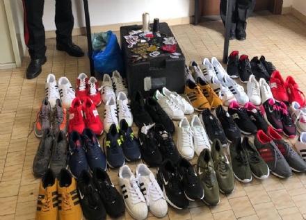 CASELLE - Un «negozio del falso» in via Circonvallazione: senegalese denunciato