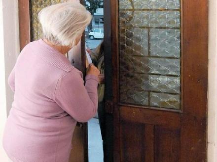 FALSI OPERATORI ASL - La direzione generale: «non aprite la porta di casa»