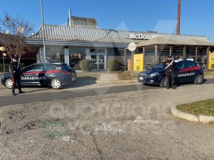 VENARIA - Rapina al McDonalds di via Druento: ecco le immagini del rapinatore