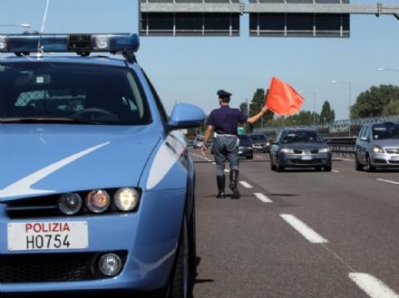 BORGARO - Motociclista scappa alla polizia stradale: dovrà pagare multe per 6000 euro