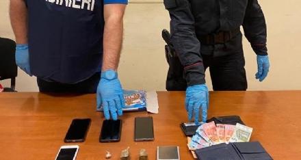 PIANEZZA - Sorpreso a cedere cocaina a un giovane: pusher 58enne finisce in manette