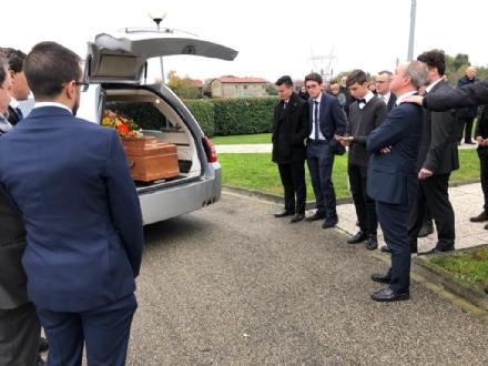 COLLEGNO-RIVOLI - Lacrime e commozione ai funerali del geometra Marco Massano