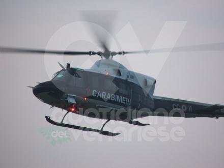 SICUREZZA A COLLEGNO - Posti di blocco ed elicotteri: controllati 5 negozi e 35 veicoli