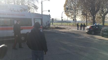Sparatoria a distributore di benzina, 2 feriti a Torino