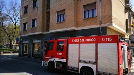 VENARIA - Principio di incendio in un appartamento di via Gabriele DAnnunzio