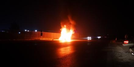 SAVONERA-COLLEGNO-DRUENTO - Auto distrutta dalle fiamme vicino ad Amiat e Cidiu