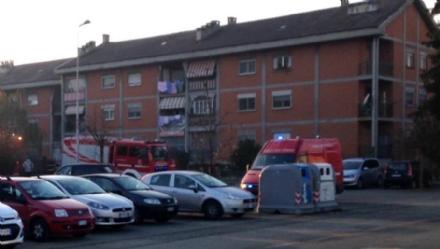 VENARIA - Incendio in un appartamento di via Dante: a fuoco il sacco dellimmondizia - FOTO