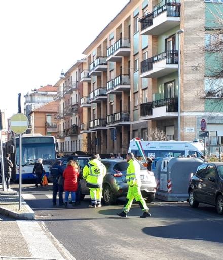 VENARIA - Ennesimo incidente allincrocio tra via Juvarra e via Palestro