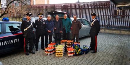 CASELLE - Frutta e verdura sequestrati: i carabinieri donano tutto alla Caritas - FOTO