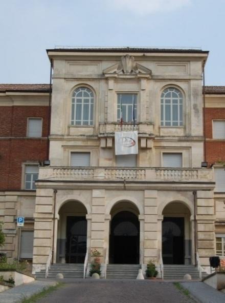 RIVOLI - Crolla nella notte un pannello del controsoffitto al liceo Darwin