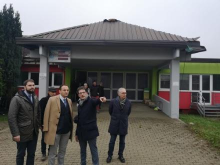 CAFASSE - Cirio e Marrone visitano la scuola media ancora inagibile: «Ora ci sono i soldi per i lavori»
