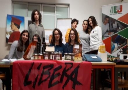 VENARIA - Flash-mob di Libera in piazza Pettiti grazie al presidio «Cusumano» del Liceo Juvarra
