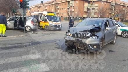 VENARIA - Incidente in via Druento: scontro fra due auto, due feriti
