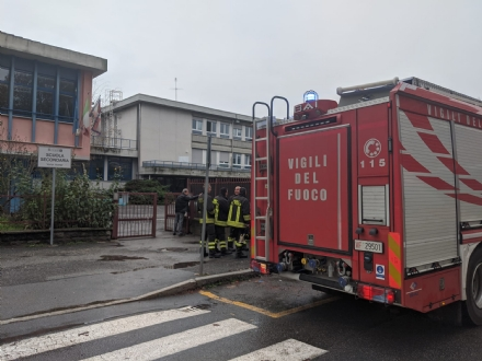 COLLEGNO - Evacuata la scuola media «Anna Frank» per una sospetta fuga di gas