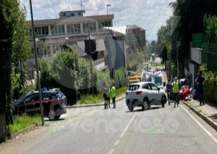 TRAGEDIA A RIVOLI - Violento scontro auto-moto in corso Einaudi: morto centauro