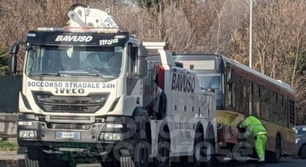 RIVOLI-ALPIGNANO - Scontro fra autobus e Panda: è morta lautomobilista 96enne