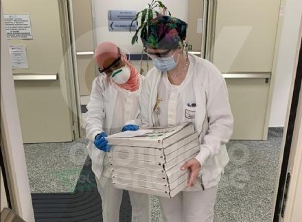 VENARIA - Una pizza e un calzone per i medici del Polo Sanitario di via Don Sapino