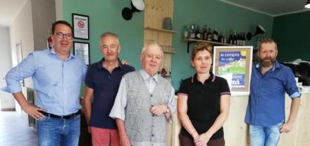 VALLO - Il «Circol», lunico bar del paese, riapre grazie a Silvia e Sergio Bergero