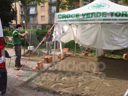 VENARIA - Artigiani volontari realizzano il presidio sanitario di sanificazione per la Croce Verde